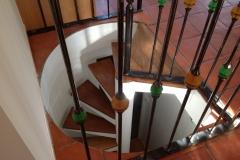 rénovation-des-marches-descaliers-en-vitrificateur